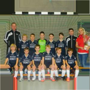 Mannschaft mit Sponsor DORI.png